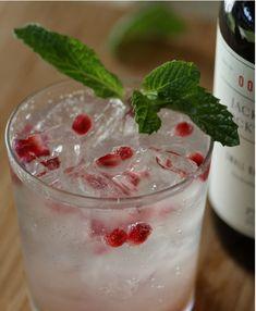Winter Sea Breeze  1 oz vodka  1 oz grapefruit juice  ½ oz tonic syrup  2 oz soda water  12 pomegranate seeds  3 mint leaves