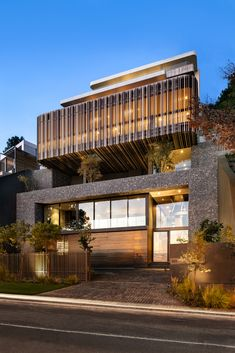 Kloof 145 - Cape Town, South Africa designed by SAOTA image © Adam Letch Modern Architecture House, Facade Architecture, Residential Architecture, Modern House Design, Amazing Architecture, Modern Bungalow Exterior, Modern Mansion, Balcony Design, Facade Design