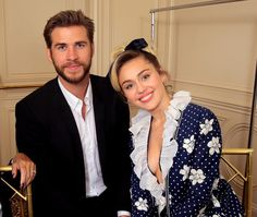 #MileyCyrus and #LiamHemsworth appear to have tied the knot! 💕 Photos and video show Cyrus and Hemsworth dressed in traditional white and a… Liam Hemsworth Married, Liam Hemsworth And Miley, Miley And Liam, Miley Cyrus, Patrick Schwarzenegger, Khloe Kardashian, Hunger Games, Superhero Family, People Fall In Love