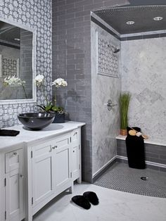 Imperial Tile & Stone Introduces Chic Bursa Beige with Thassos by AKDO - Contemporary and Captivating Marble Modern Bathroom Tile, Mosaic Bathroom, Bathroom Floor Tiles, Bathroom Interior, Bathroom Marble, Shower Floor, Contemporary Bathrooms, Shower Step, Craftsman Bathroom