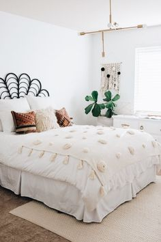 white bedroom design boho bedroom decor bedroom for teens master bedroom guest bedroom nighslee memory foam mattress sleep home mattress buying a mattress Boho Bedroom Decor, Home Bedroom, Design Bedroom, Bedrooms, Bedroom Ideas, Master Bedroom, Modern Bedroom, Boho Decor, Bedroom Inspo