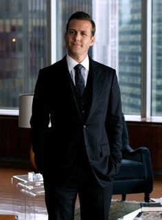 Can anyone possibly look as good in a suit as Harvey? ..... I think not!