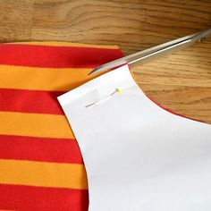 Wie du Ärmel für ein Shirt aus Streifen nähst, die hinterher schön symmetrisch sind erfährst du in diesem Foto-Tutorial. Ich…