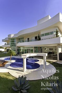 Arquiteto - Aquiles Nícolas Kílaris - Projetos Residenciais - Casa Malibu Modern Mansion Interior, Modern Architecture House, Classical Architecture, Bungalow House Design, Modern House Design, Indian House Plans, Beautiful Home Designs, Beautiful Homes, Villa