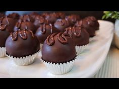 Chocolates, Ramadan Sweets, Chocolate Decorations, Party Desserts, Sweets Recipes, Scones, Christmas Cookies, Biscuits, Cake Decorating