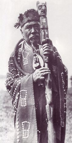 An old photograph of the Native American known as Hamasoka, Principal Chief of a Kwakiutl Village. Native American Pictures, Native American History, American Indian Costume, Native Design, Indigenous Art, Historical Pictures, Native Art, First Nations, Pacific Northwest