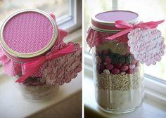 Valentine's cheer cookies in a jar recipe.