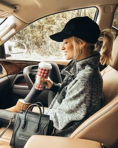 Winter getaway outfit www.northstarrsig… Winter getaway outfit www. Winter Outfits For Teen Girls, Winter Outfits Women, Winter Outfits Casual Cold, Casual Winter Style, College Winter Outfits, Casual Outfits For Winter, Stylish Mom Outfits, Winter Fashion Casual, Teen Outfits
