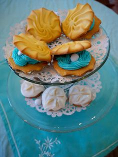 seashell cookies for little girls mermaid bday party? Sand Dollar Cookies, Seashell Cookies, Little Mermaid Birthday, Little Mermaid Parties, Yummy Treats, Sweet Treats, Octonauts Party, Bubble Guppies Party, Ocean Party