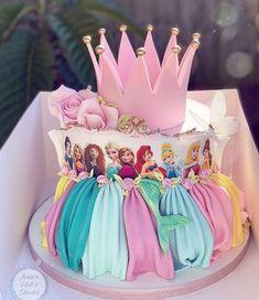Birthday Cake Crown, Rapunzel Birthday Cake, Disney Princess Birthday Cakes, Princess Birthday Party Decorations, Pig Birthday Cakes, Birthday Cake Girls, 4th Birthday, Disney Princess Cookies, Princess Theme Cake