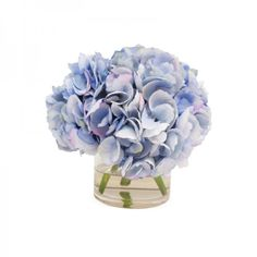 Flowers - A small bouquet of flowers brings life to your vanity andinstantly makes it look pretty and feminine.