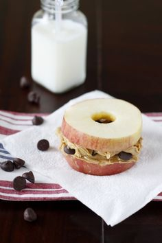 Meriendar- PB & J sándwich de manzana. Fácil merienda para preparar. Calories: 230