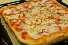 pizza fatta in casa Focaccia Pizza, I Love Pizza, Vegan Pizza, Antipasto, Pizza Dough, Italian Recipes, Soup Recipes, Food And Drink, Yummy Food