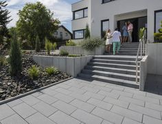 Produkte | Vanity®-Pflastersteine | KANN Baustoffwerke Outdoor Stairs, Front Steps, Relaxing Bath, White Swimsuit, Outdoor Living, Outdoor Decor, Garden Pool, Just Relax, Pavement