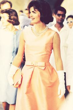 Preppy, classic and modern - Fashion and interior. Always active ***Style Icon*** Classy People, Classy Women, Play Dress, I Dress, Modern Fashion, Vintage Fashion, Nyc Fashion, Jackie Kennedy Style, Les Kennedy