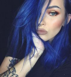 Pin ni kimmie smith sa must try hair colors hair color blue, hair styles at Hair Color Blue, Green Hair, Purple Hair, Hair Colours, Royal Blue Hair, Dye My Hair, New Hair, Pelo Color Azul, Permanent Hair Color