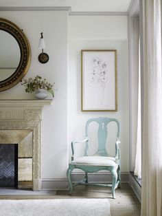 The White family drove their neighbours (including Vanity Fair editor Graydon Carter and his wife) mad during the three-year renovation of their townhouse on one of the most desirable streets in Manhattan's West Village. New York Townhouse, Townhouse Interior, Style Asiatique, Avantgarde, Fireplace Mirror, Bathroom Fireplace, Interior Architecture, Interior Design, Vogue Living