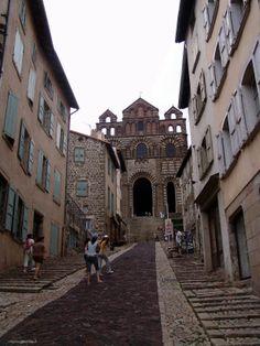 La Catedral  Le Puy-en-Velay. Auvernia ( Francia) http://www.viajesenfamilia.it/