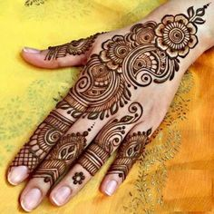 What a bride wants on her wedding day; to look beauteous and gorgeous. Mehandi is an integral part of our Indian culture. Whichever occasions come, drawing mehndi designs on hands and feet is considered auspicious and good omen. Henna Hand Designs, Mehndi Designs Finger, Palm Mehndi Design, Henna Tattoo Designs Simple, Simple Arabic Mehndi Designs, Legs Mehndi Design, Mehndi Designs For Beginners, Mehndi Design Pictures, Mehndi Simple
