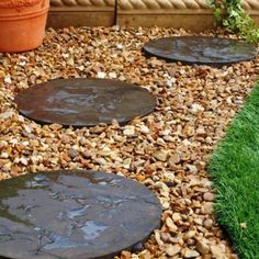 Stepping Stones Stepping Stone Black Slate Stepping 400 x 300