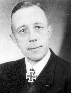 Oblt.z.See d. R. Kurt Blasberg. Gruppenfhr. en 36. Minensuchflottille. RK. 7.9.1944.