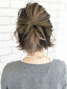Short hair with loose bow.