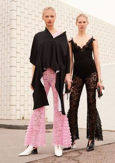 The complete Givenchy Pre-Fall 2017 fashion show now on Vogue Runway. 4d16d65e2e6a1