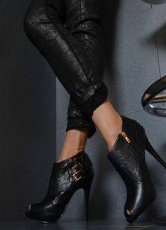 Kup mój przedmiot na #Vinted http://www.vinted.pl/kobiety/na-wysokim-obcasie/8986747-botki-buty-azurowe-obcas-letnie-czarne-roz38