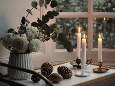#Weihnachtsdeko mit Eukalyptus #schlicht und wudnerschön <3 #xmas #christmasdescoration #christmas #godjul Foto: Petit Sourire