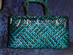 Polynesian Designs, Maori Designs, Flax Weaving, Basket Weaving, Woven Bags, Woven Baskets, Weaving Patterns, Weaving Techniques, Bellisima