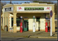 An old gas station in Shamrock Texas, hear route 66!! Love seeing old stuff like this....found on Flickr!