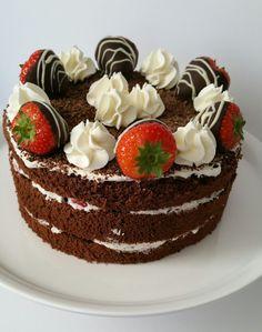 Ik bak inmiddels graag taarten en bij voorkeur met een lekker romige vulling. Deze aardbeien-chocoladetaart plaatste ik al eerder, maar i...