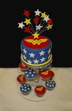 Wonder Woman Cake with cupcakes. Possible for my birthday. Wonder Woman Kuchen, Wonder Woman Cake, Wonder Woman Birthday, Wonder Woman Party, Birthday Woman, Superhero Cake, Superhero Birthday Party, Beautiful Cakes, Amazing Cakes