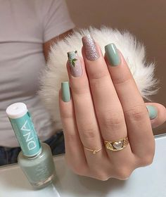 63 Ideas manicure short nails simple sparkle for 2019 Gradient Nails, Holographic Nails, Gel Nails, Stiletto Nails, Coffin Nails, Acrylic Nails, Solid Color Nails, Nail Colors, Natural Color Nails
