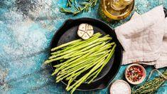 Gebratener grüner Spargel ist eines unserer liebsten Spargel-Rezepte: Gesund, fettarm, unkompliziert und super schnell zubereitet. Und so geht's > Vegan, Grill Pan, Super, Asparagus, Grilling, Vegetables, Food, Asparagus Wrapped In Bacon, Prawn Stir Fry