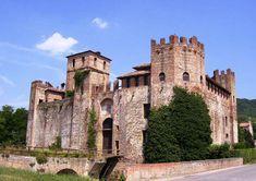 Nelle ultime propaggini degli Euganei, ai piedi della parte occidentale del Monte di Lozzo, troviamo il piccolo castello di Valbona. Questa terra è molto antica in quanto vi sono stati trovati resti di palafitte e, poco sopra il castello, addirittura alcuni resti di una autentica fortificazione paleoveneta.