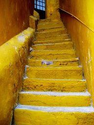 Yellow staircase in Guanajuato, Mexico Yellow Brick Road, Yellow Walls, Yellow Stairs, Jaune Orange, Stair Steps, Mellow Yellow, Color Yellow, Mustard Yellow, Yellow Style