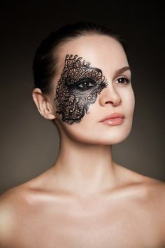 Fantasy Makeup: Lace Effect        Hermoso