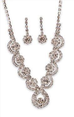 Jewelry 2014, Fine Jewelry, Jewelry Making, Vintage Hair Combs, Vintage Jewelry, Wedding Jewelry Sets, Rhinestone Jewelry, Jewelry Branding, Luxury Jewelry