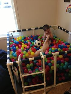 Homemade ball pit fun! (I know this would be a mess but how awesome of a mess would it be!)