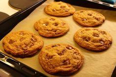 Herkkuja leipomassa: Appelsiini-suklaakeksit/ Orange Chocolate Chip Coo...