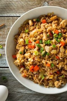 Fried rice with turkey breast, egg and vegetables- Just the thing for fans of As. - Receta de arroz - Las recetas más prácticas y fáciles Shrimp And Rice Recipes, Healthy Chicken Recipes, Crockpot Recipes, Barbecue Recipes, Egg Recipes, Potato Recipes, Healthy Food, Fried Rice Recipe Chinese, Easy Dinner Recipes