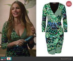 Gloria's green printed v-neck dress on Modern Family.  Outfit Details: http://wornontv.net/45623/ #ModernFamily
