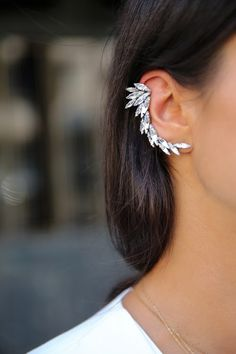 TREND REPORT: EARCUFFS   http://chanelaftercoco.blogspot.com/2013/11/trend-report-earcuffs.html