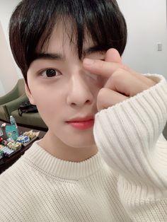 Astro baby Eunwoo little selca cute wallpaper Astro Mj, Cha Eunwoo Astro, Astro Jinjin, Astro Sanha, Park Jin Woo, Lee Dong Min, Astro Fandom Name, Ulzzang Korea, Kdrama Actors