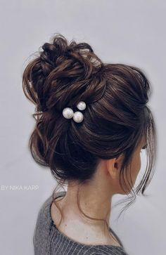 Finding a wedding hairstyle is not that easy as there are so many factors to consider. Some of these factors include shape of the face, wedding gown, theme of wedding, wedding jewelry, and the bride's personal style. Best Wedding Hairstyles, Short Bob Hairstyles, Vintage Hairstyles, Braided Hairstyles, Hairstyle Wedding, Updo Hairstyle, Gorgeous Hairstyles, Wedding Hair Pins, Wedding Jewelry
