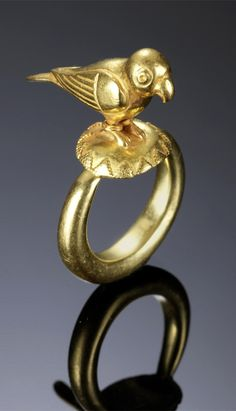 India | Mughal ring with parrot; gold | 18th century | 2'400£ ~ sold (Apr '11)