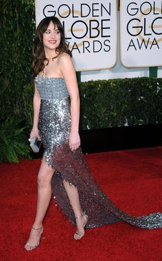 Dakota Johnson in Chanel at the Golden Globes 2015 Dakota Johnson Style, Dakota Mayi Johnson, Event Dresses, Formal Dresses, 50 Shades Of Grey, Silver Dress, Golden Globes, Beautiful Gowns, American Actress