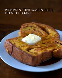Pumpkin Cinnamon Roll French Toast, looks soo yummy! What's For Breakfast, Breakfast Dishes, Pumpkin Breakfast, Yummy Treats, Yummy Food, Tasty, Sweet Treats, Tostadas, Pumpkin Recipes
