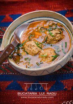 Ciorba de perisoare cu leurda. #bucatarialuiradu #leurda Romanian Food, Romanian Recipes, Supe, Curry, Good Food, Dishes, Ethnic Recipes, Roots, Medicine